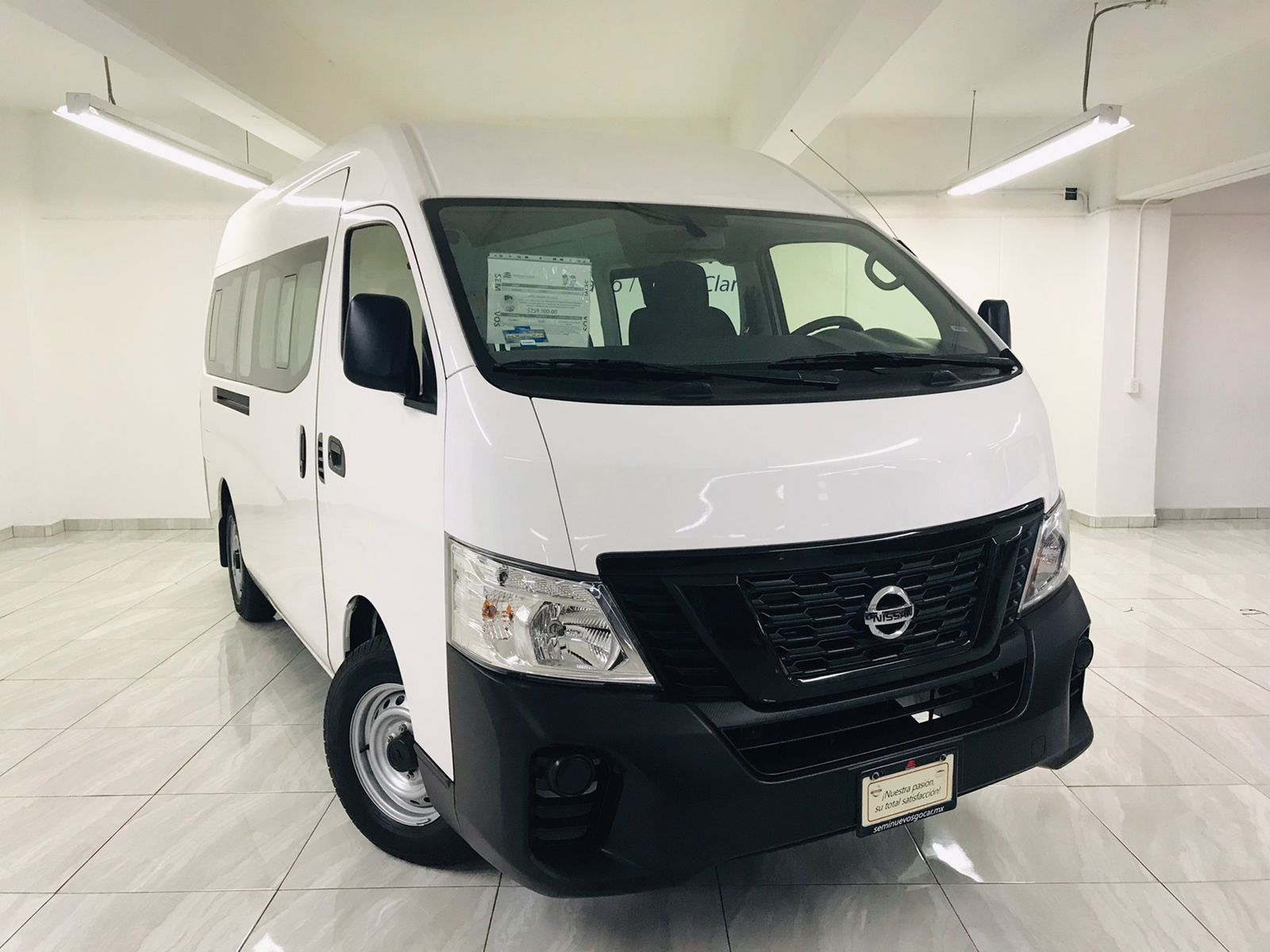 Nissan Urvan PANEL 4 VENTANAS AMPLIAS PAQ SEG 2021