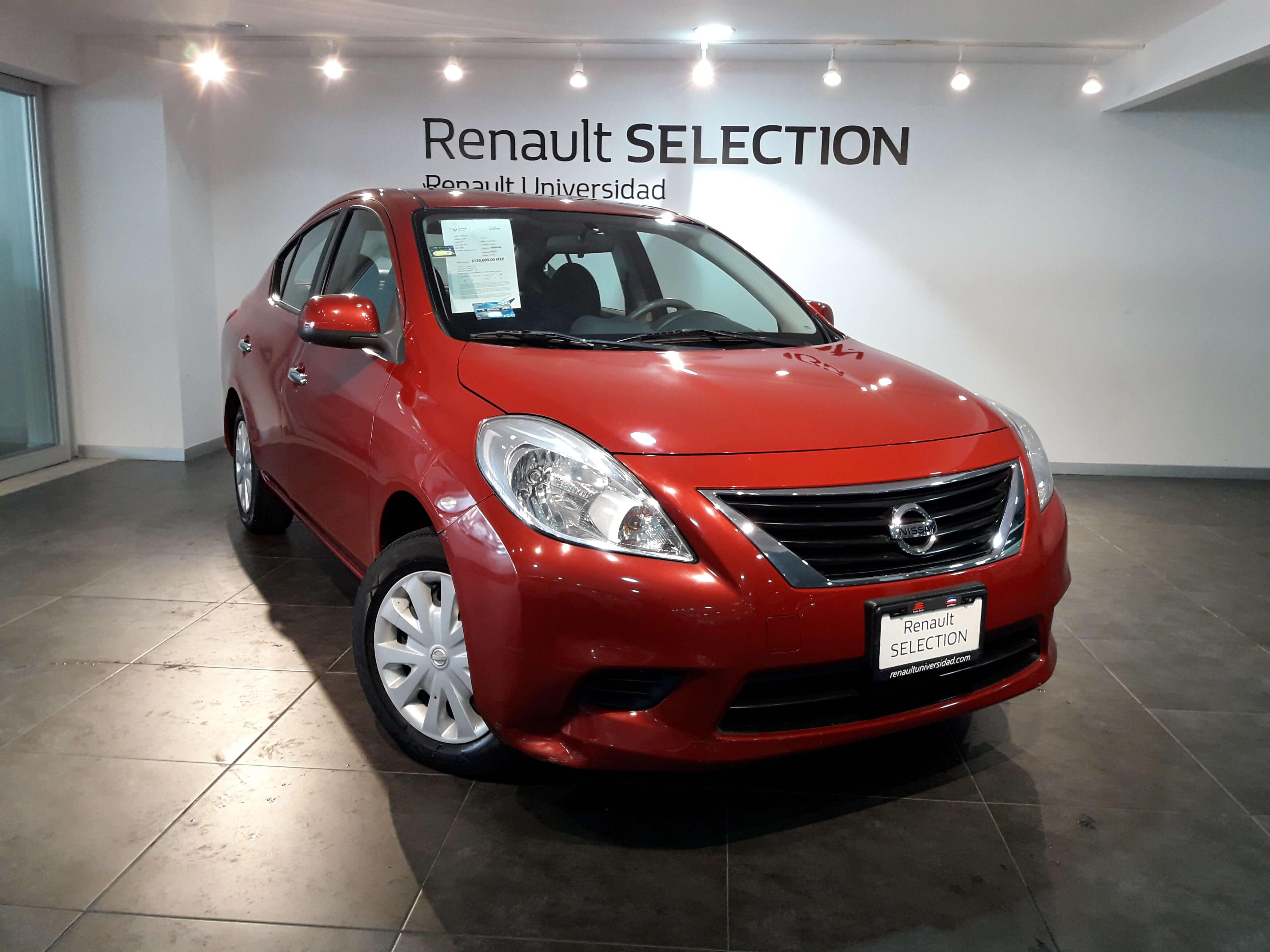 Nissan Versa Lateral izquierdo 3