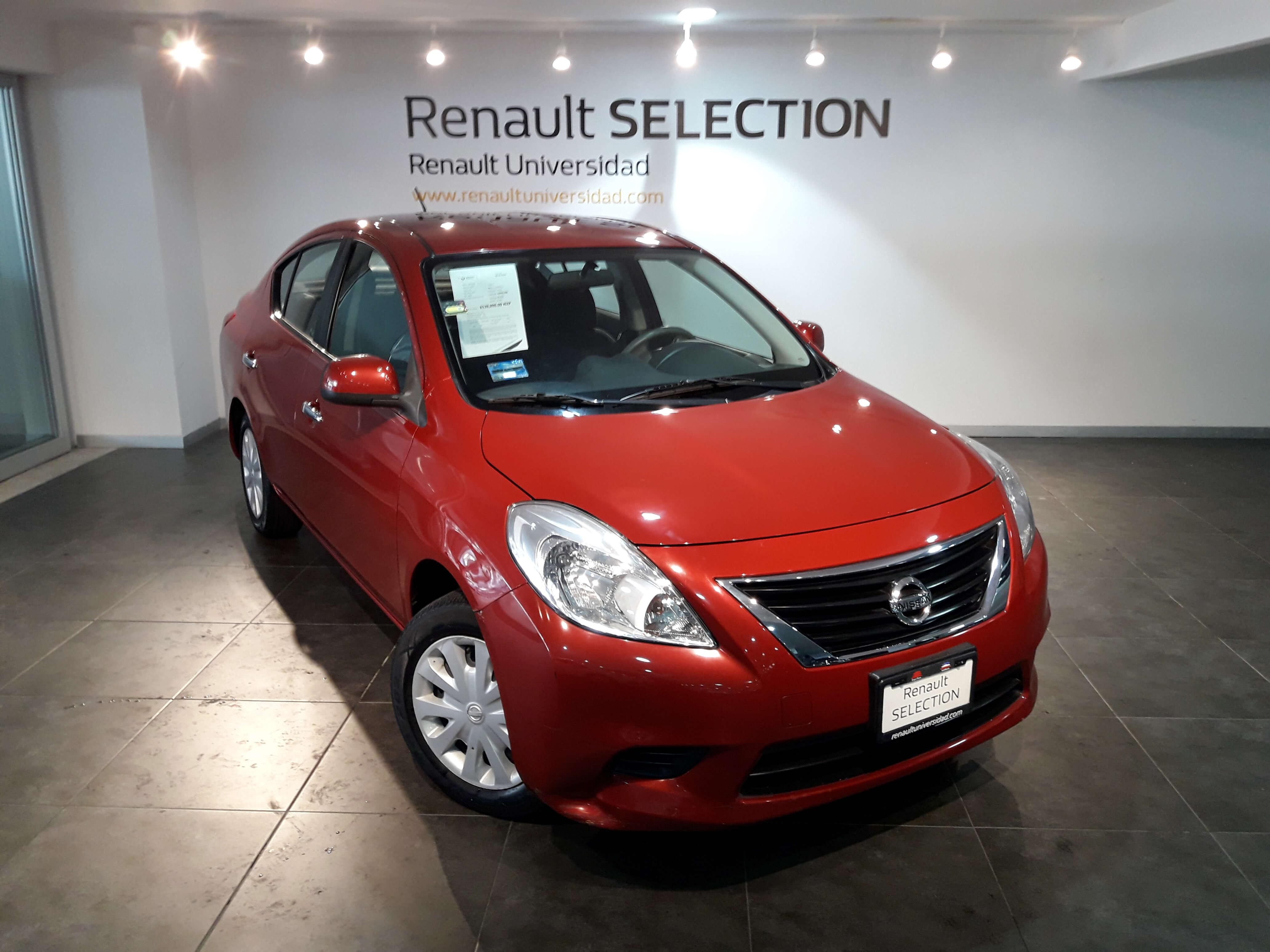 Nissan Versa Lateral derecho 1