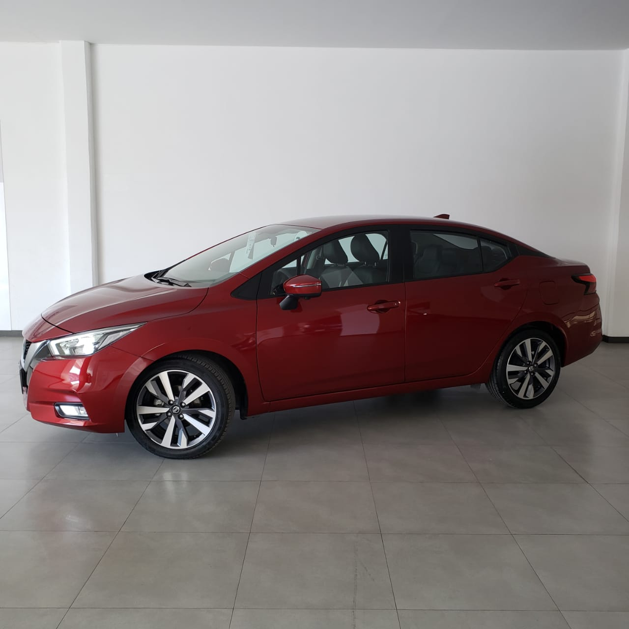 Nissan Versa Platinum - GocarCredit