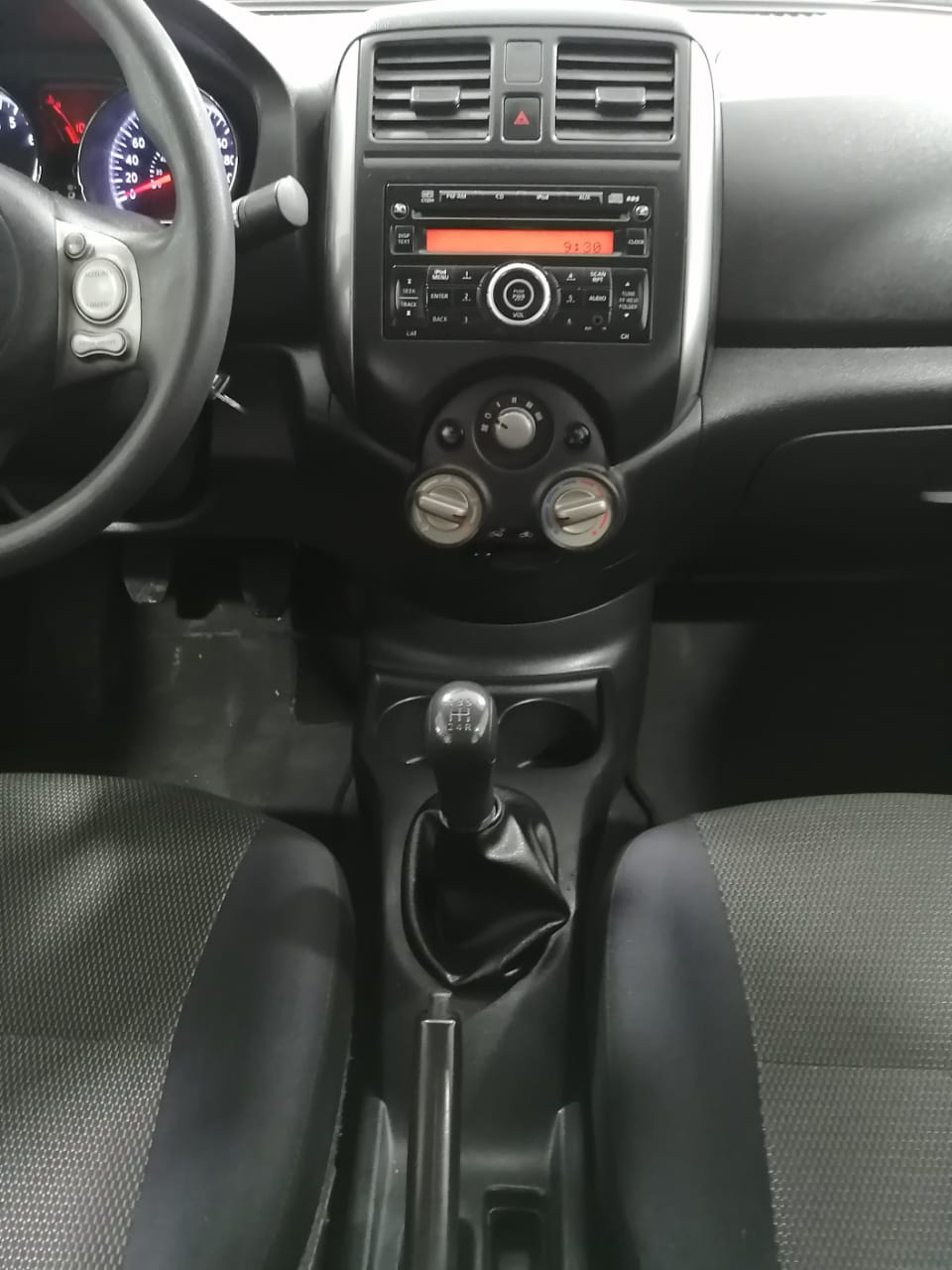 Nissan Versa Lateral izquierdo 13