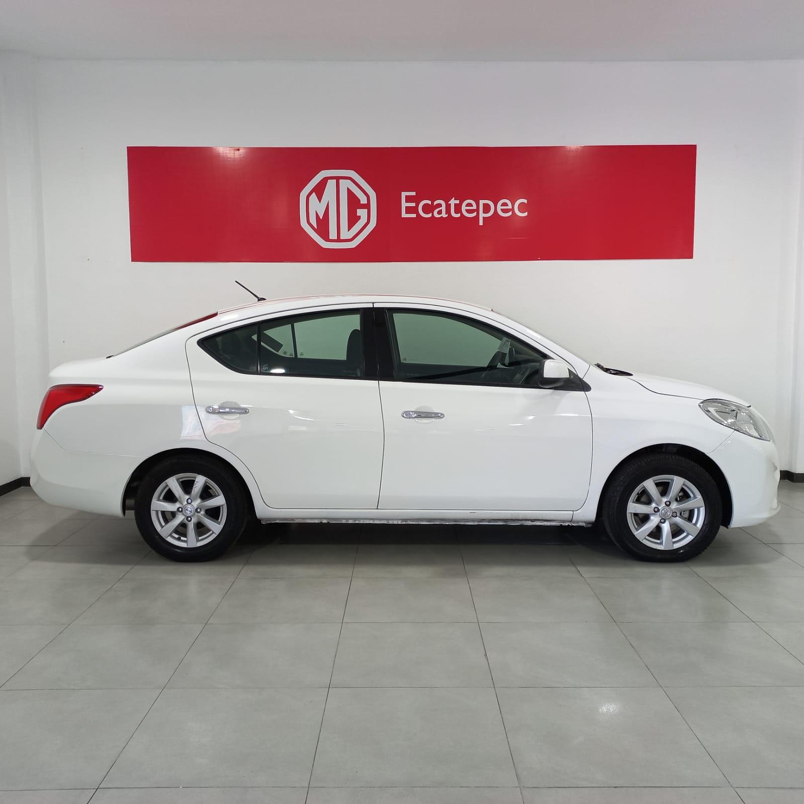 Nissan Versa Arriba 6