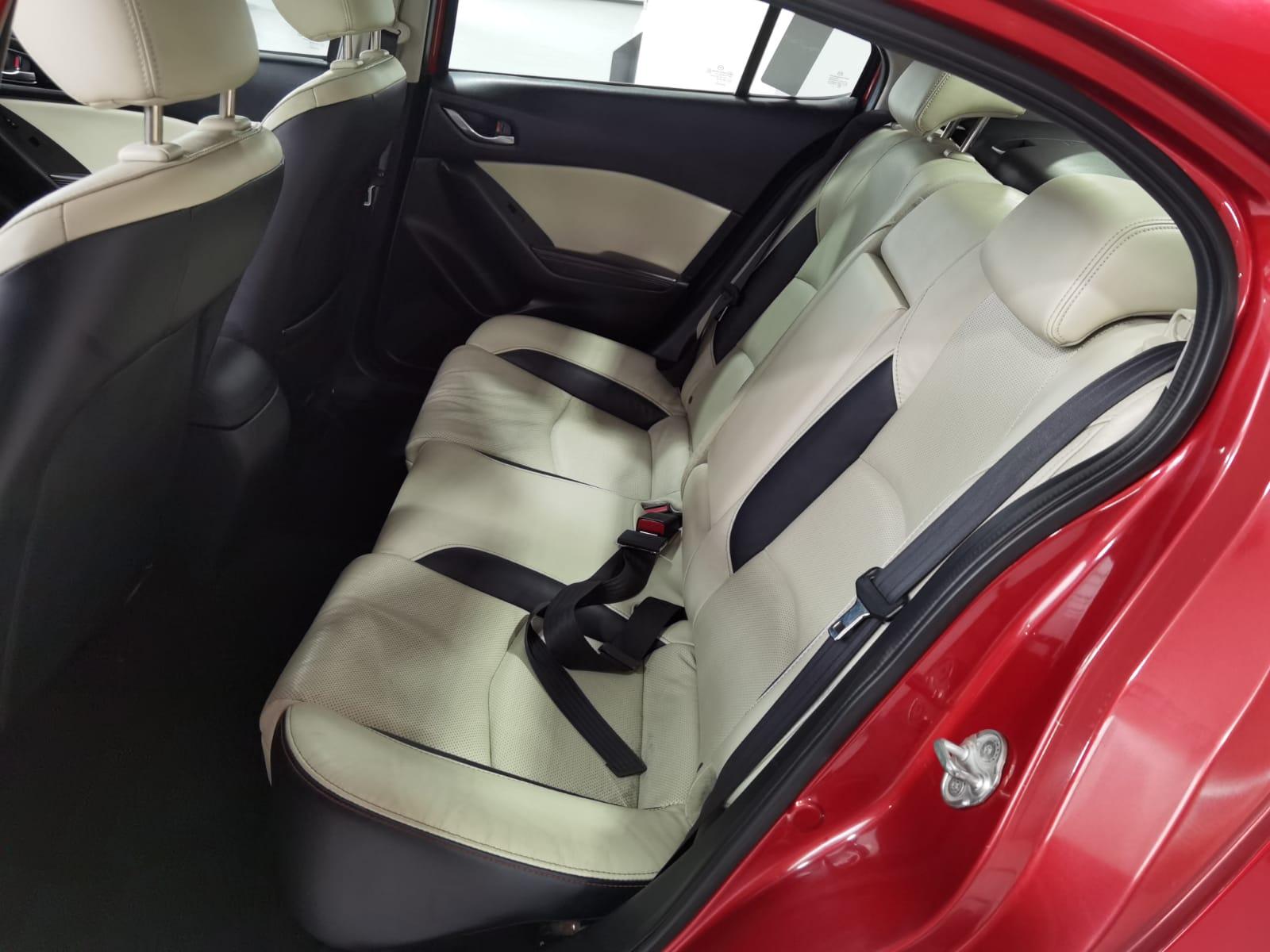 Mazda 3 Sedan Lateral izquierdo 7