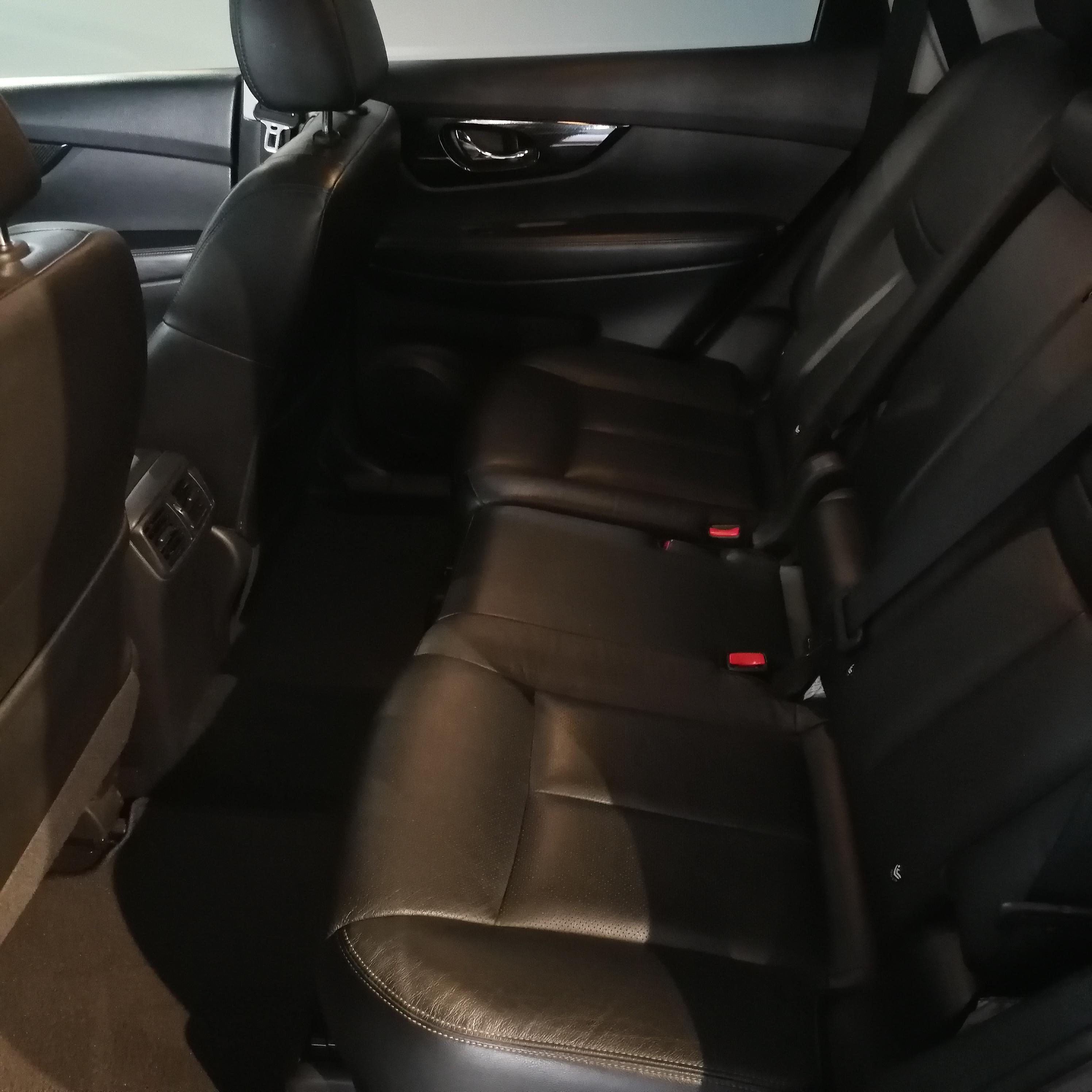Nissan X-TRAIL Atrás 17