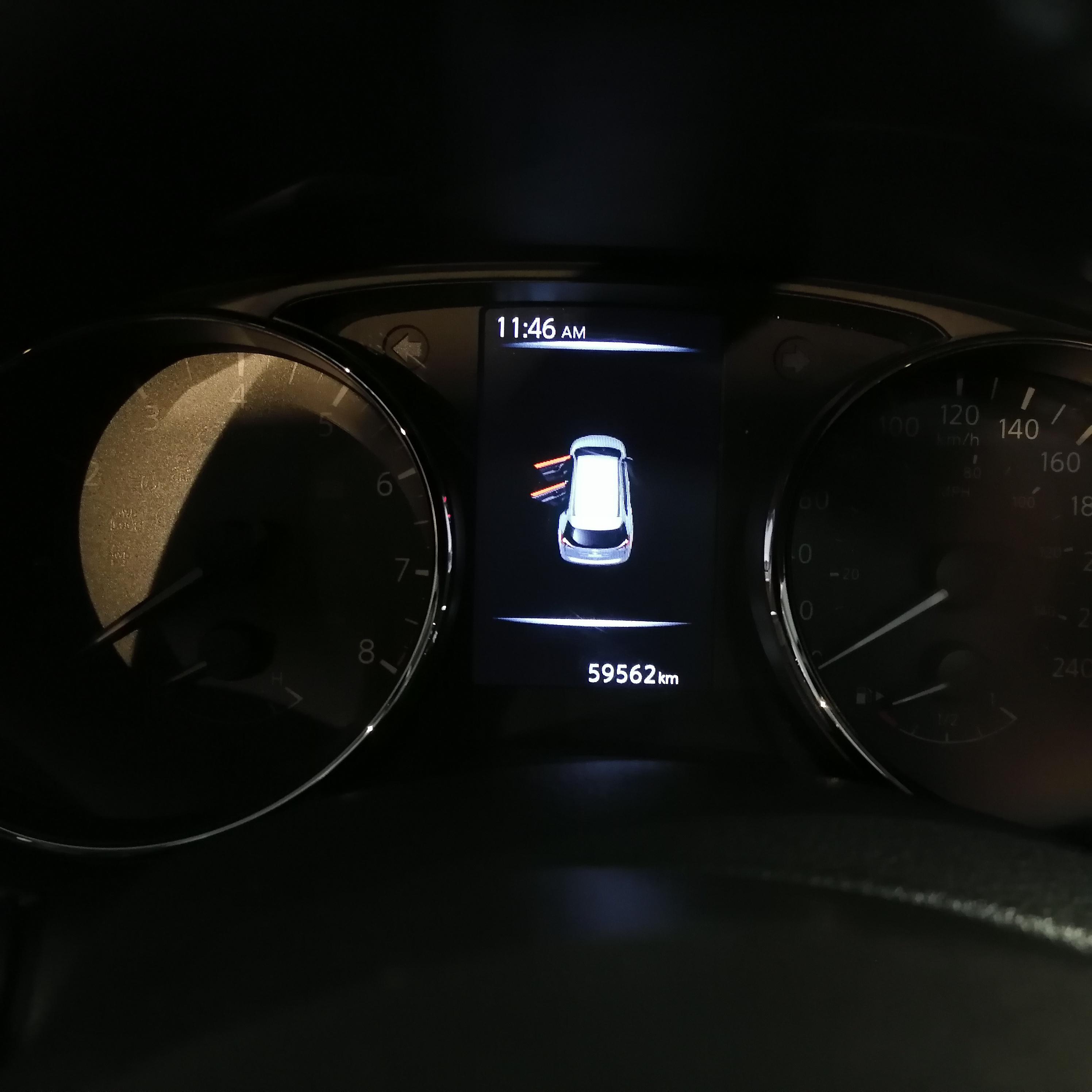 Nissan X-TRAIL Lateral izquierdo 20