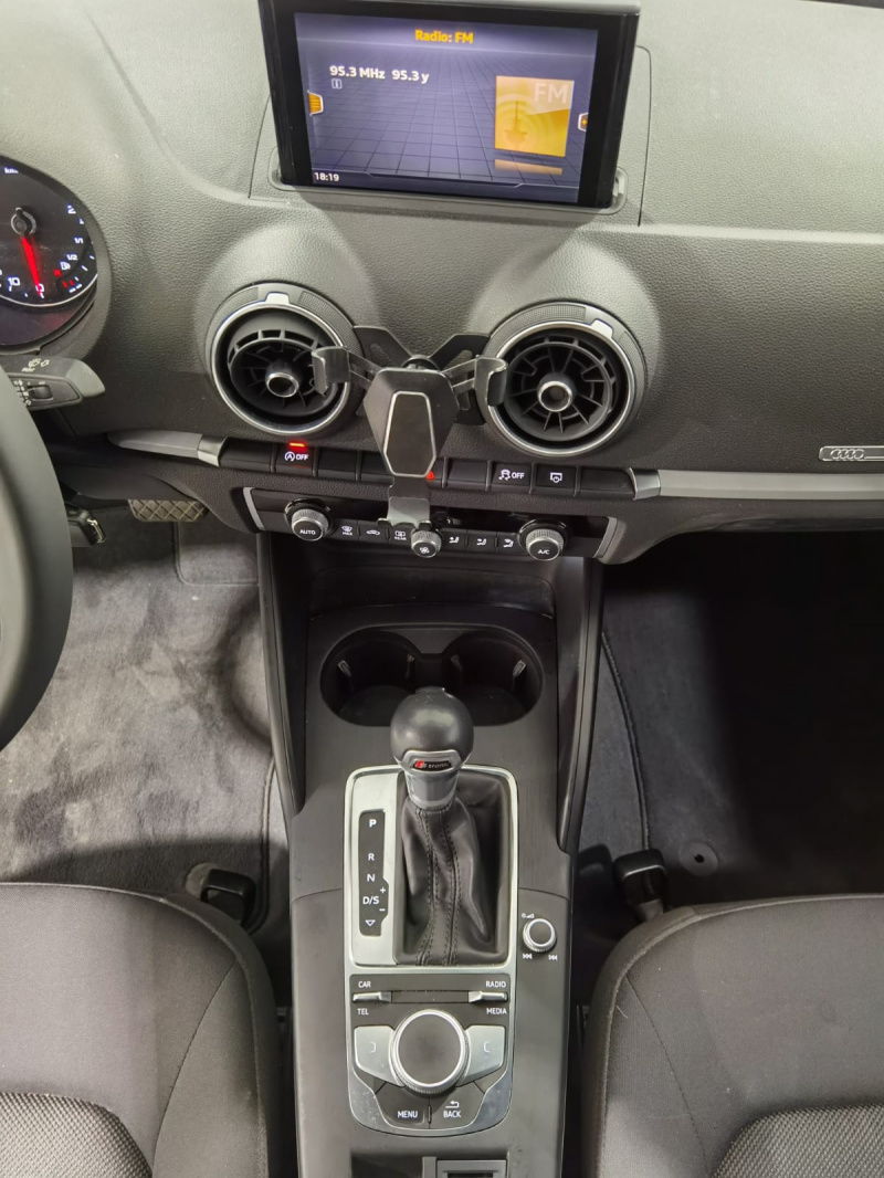 Audi A3 Sedán Lateral izquierdo 21