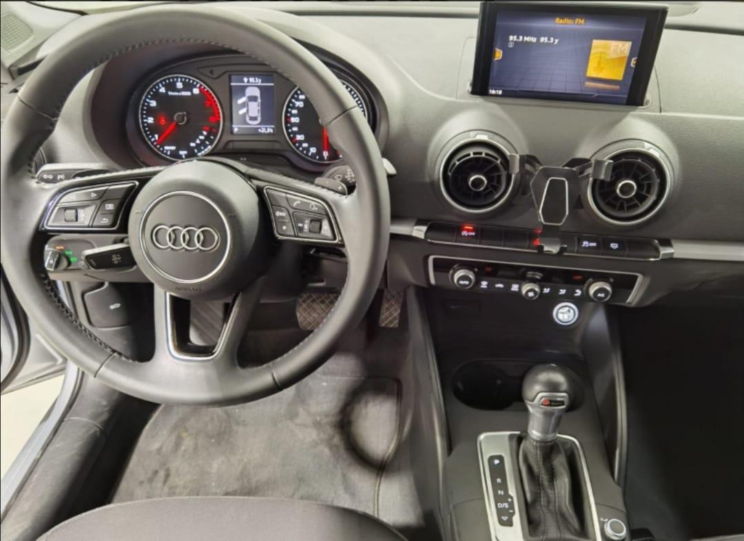 Audi A3 Sedán Lateral derecho 11