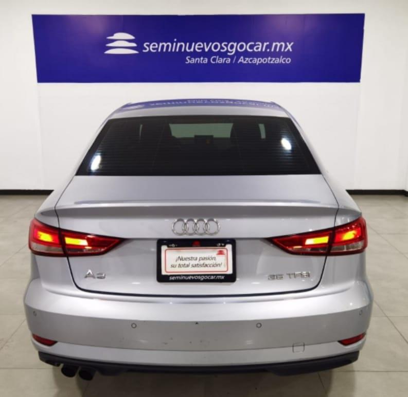 Audi A3 Sedán Atrás 4