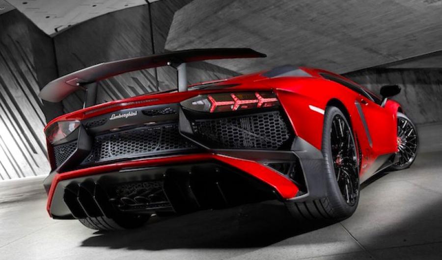 Primervideo oficial del Lamborghini Aventador LP 750-4 SV