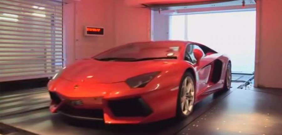 Video: Así guardan los millonarios sus autos