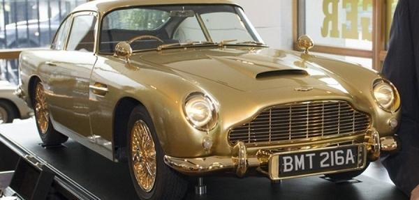 El Aston Martin a escala de James Bond es bañado en oro
