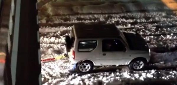 VIDEO:¿Qué podría estar remolcando este Suzuki?