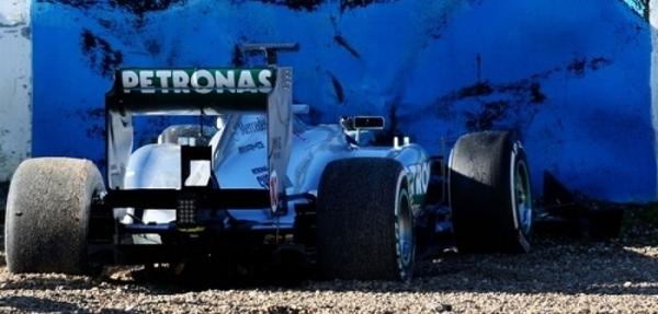 Hamilton, choca su Mercedes en las pruebas de Jerez