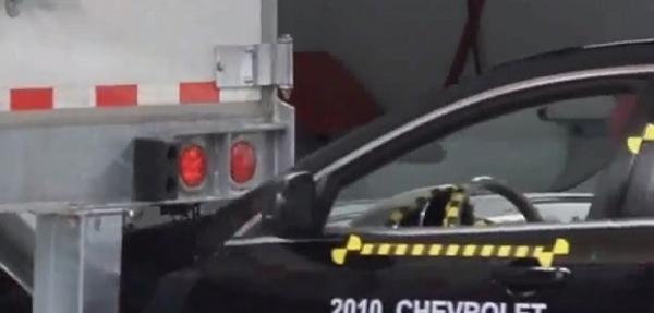Prueba de choque: Malibu 2010 vs camión de carga