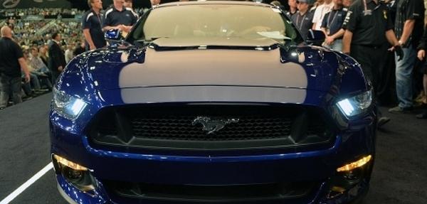 Subasta del primer Mustang de la nueva generación genera 222.000€