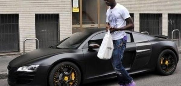 Balotelli sufre accidente a bordo de su Audi