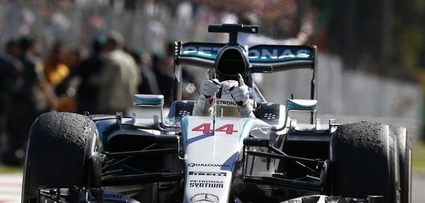 Hamilton conserva su victoria en Italia
