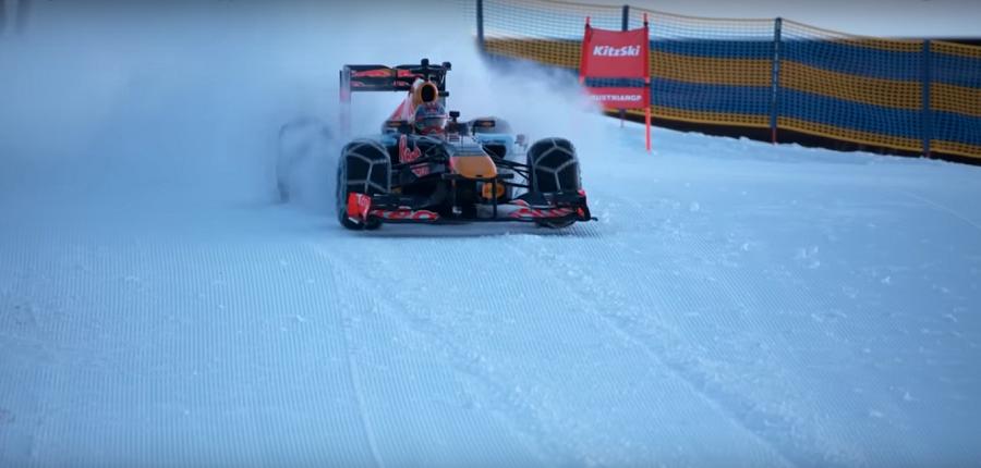 Verstappen maneja su F1 en una pista de ski