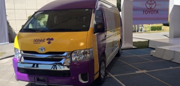 Toyota dona 10 vehículos a Fundación Teletón