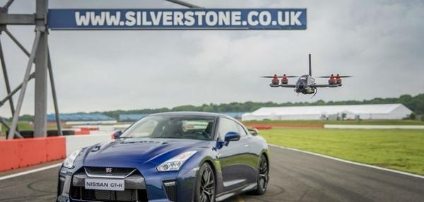 ¡Nissan GT-R tiene un dron!