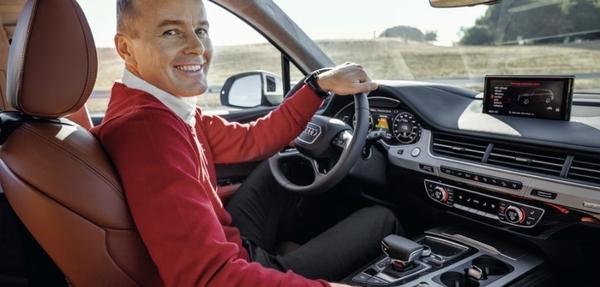 Marcel Fässler prueba el Audi Q7 e-tron quattro
