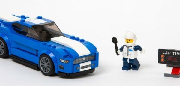 Modelos Ford recreados por Lego