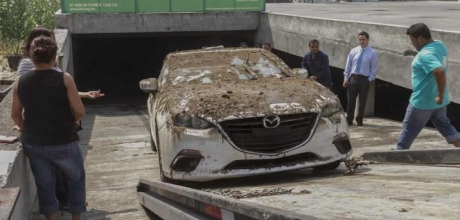 ¿Qué pasa si la lluvia daña tu auto en un estacionamiento?