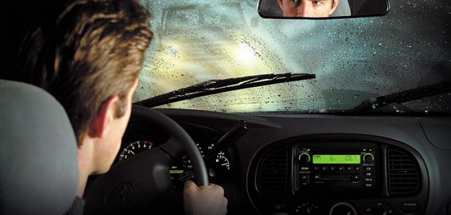6 Tips para el manejo seguro bajo la lluvia