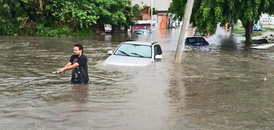 Sabes ¿Qué hacer en caso de inundación de tu vehículo?