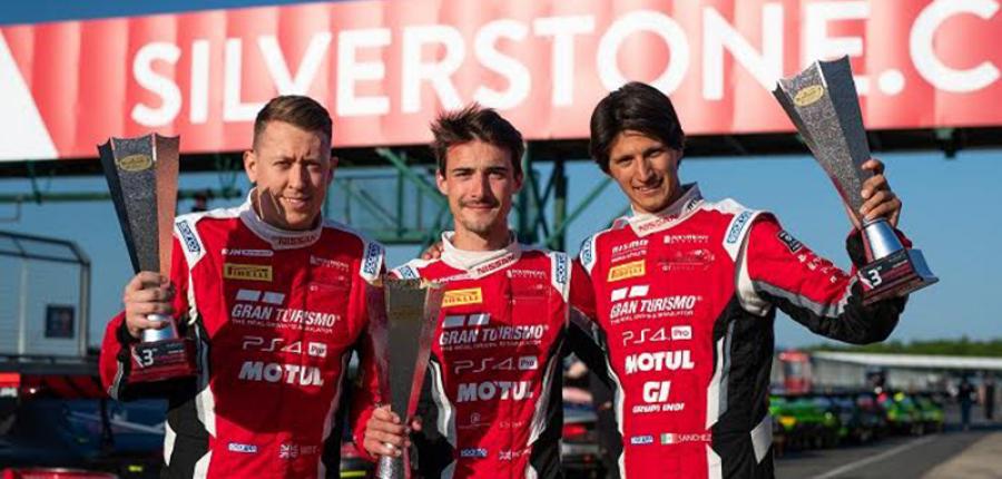 Ricardo Sánchez, piloto NISMO mexicano, conquista el podio en Silverstone