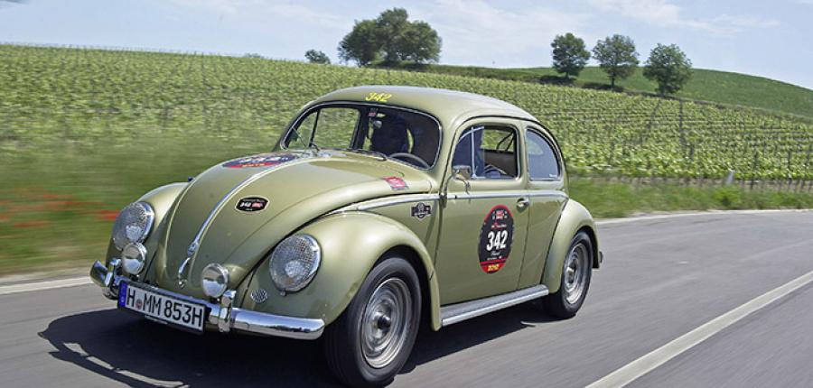 Volkswagen Beetle vintage en la Mille Miglia.