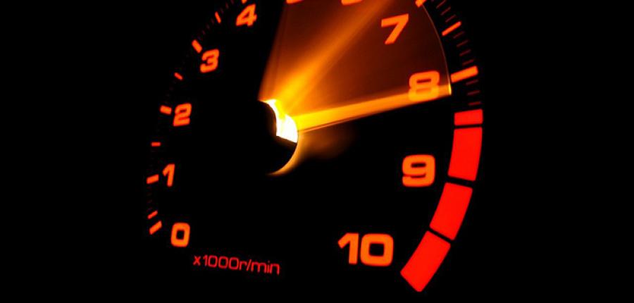 ¿Tu auto acelera y desacelera por si solo?