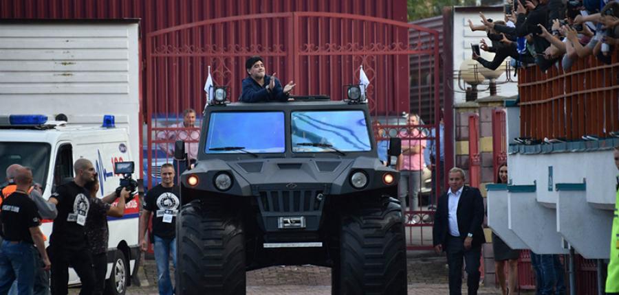 Este es el súper tanque anfibio Overcomer Hunta que perteneció a Maradona