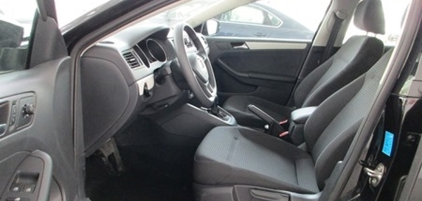Volkswagen Jetta Atrás 7