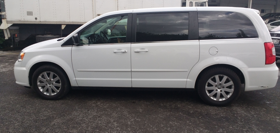 Chrysler Town and Country Llantas 6