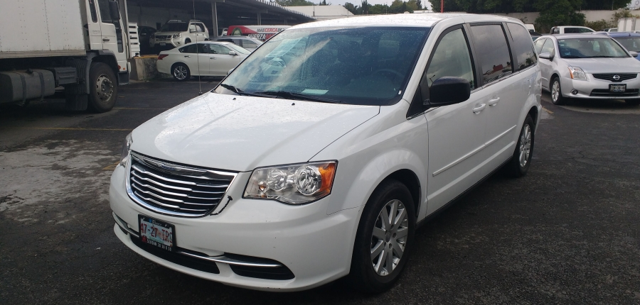 Chrysler Town and Country Arriba 10