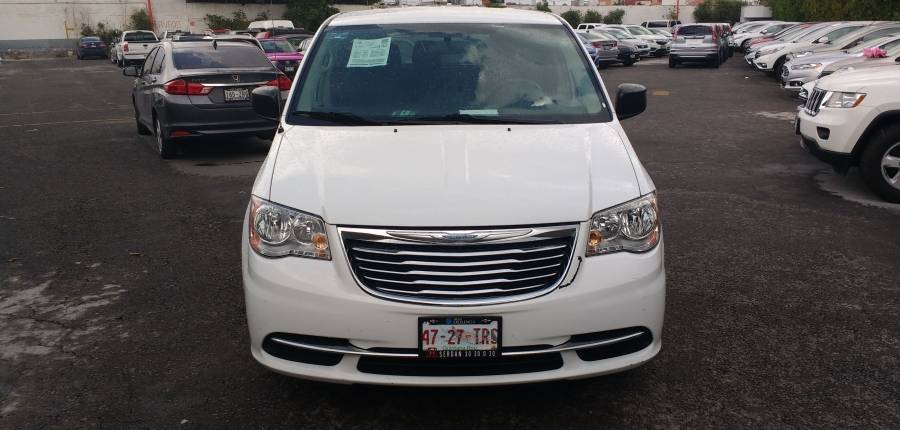 Chrysler Town and Country Atrás 5