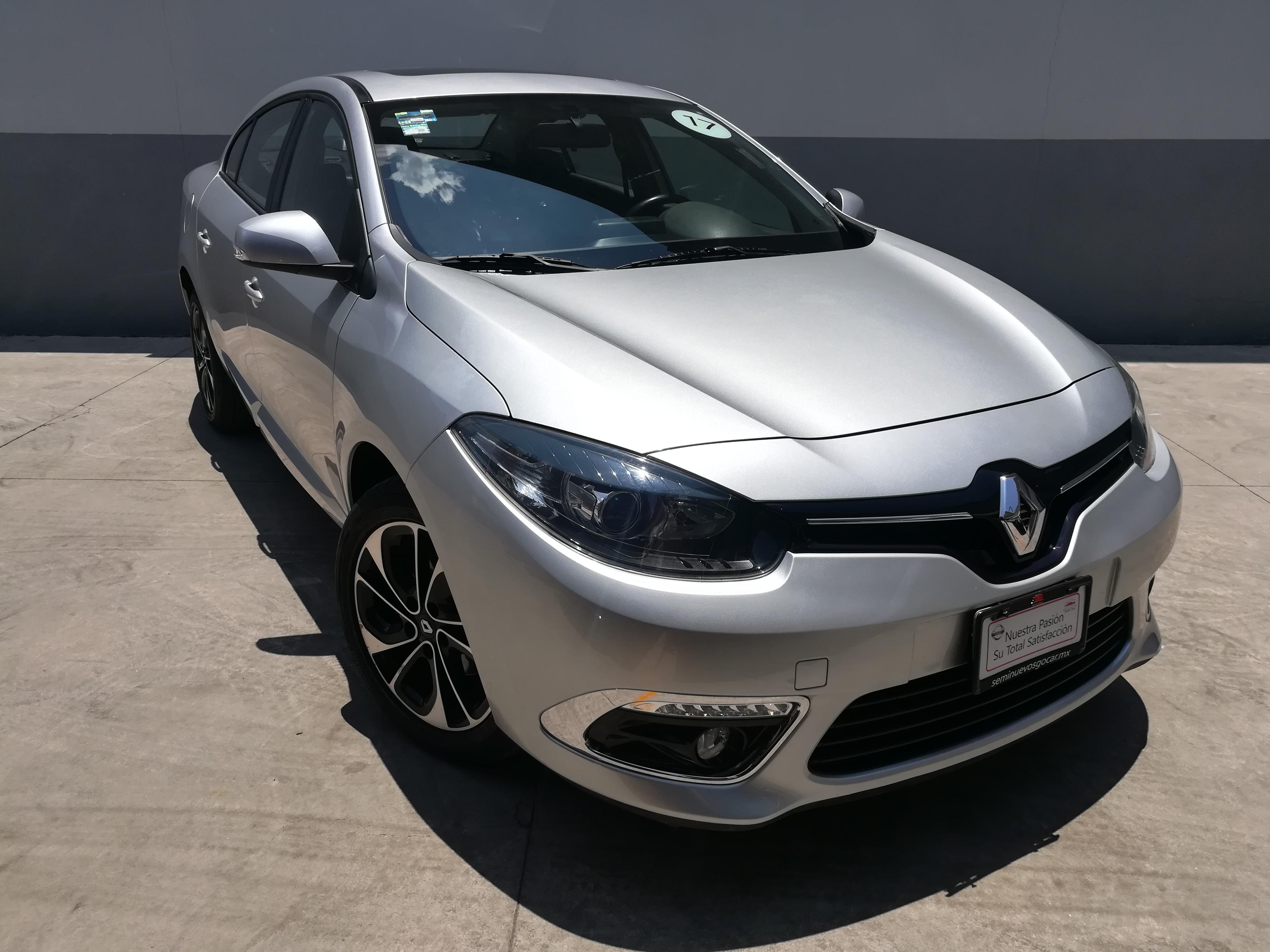 Renault Fluence Dynamique CVT - GocarCredit