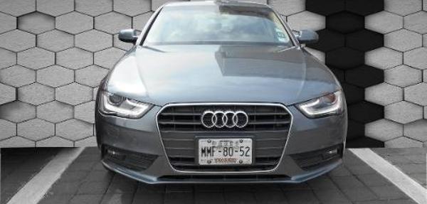 Audi A4 Lateral derecho 11