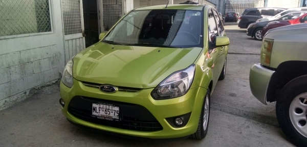Ford Ikon Lateral derecho 14