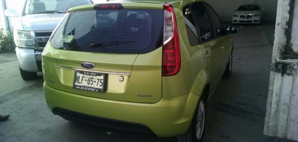 Ford Ikon Lateral izquierdo 8