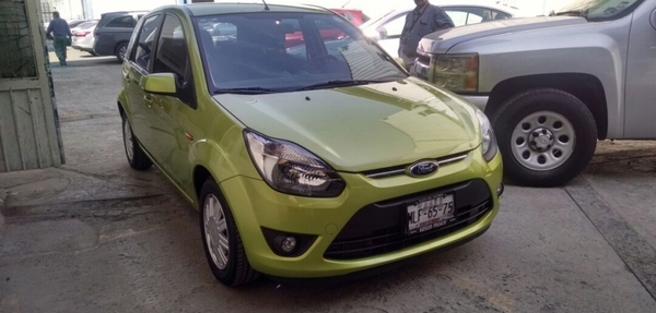 Ford Ikon Lateral derecho 7