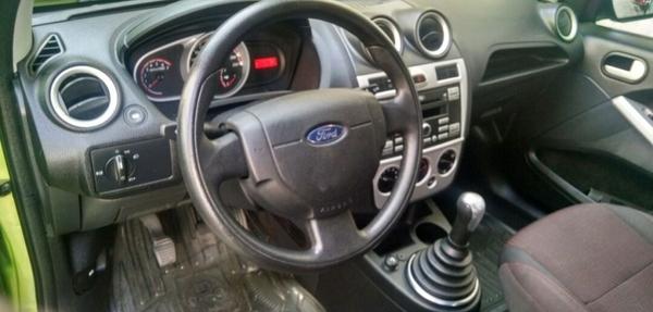 Ford Ikon Lateral izquierdo 2