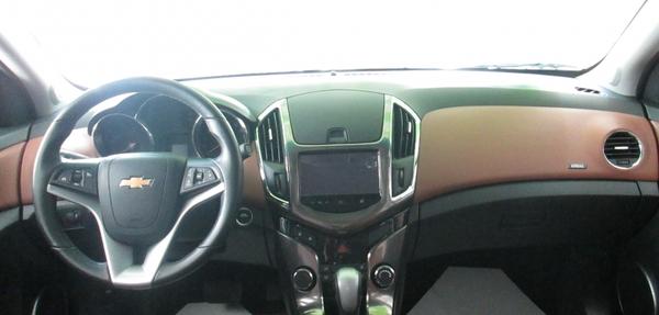 Chevrolet Cruze Lateral izquierdo 3