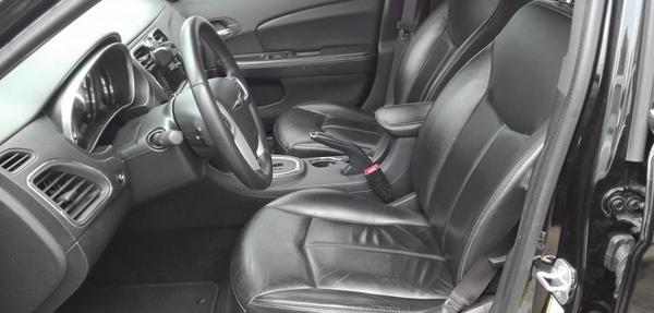 Chrysler 200 Frente 3