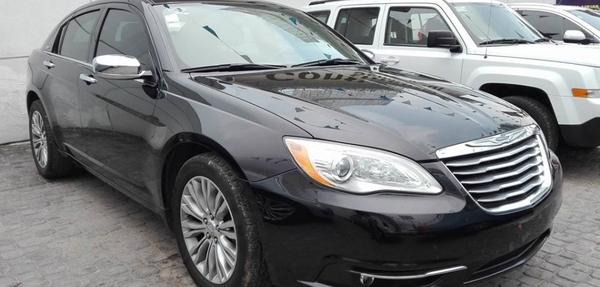Chrysler 200 Frente 6
