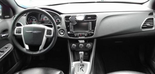 Chrysler 200 Lateral derecho 1