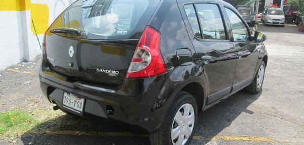 Renault Sandero Lateral izquierdo 1
