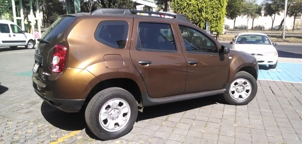 Renault Duster Lateral derecho 8