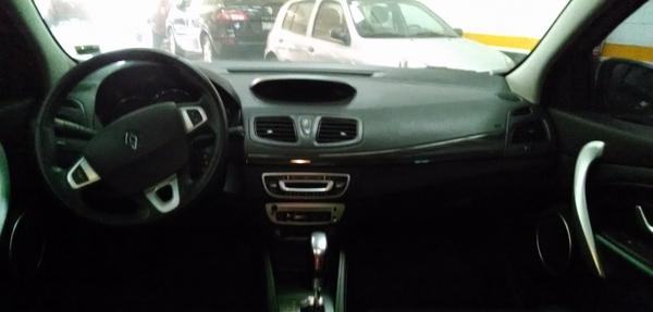 Renault Fluence Lateral derecho 7